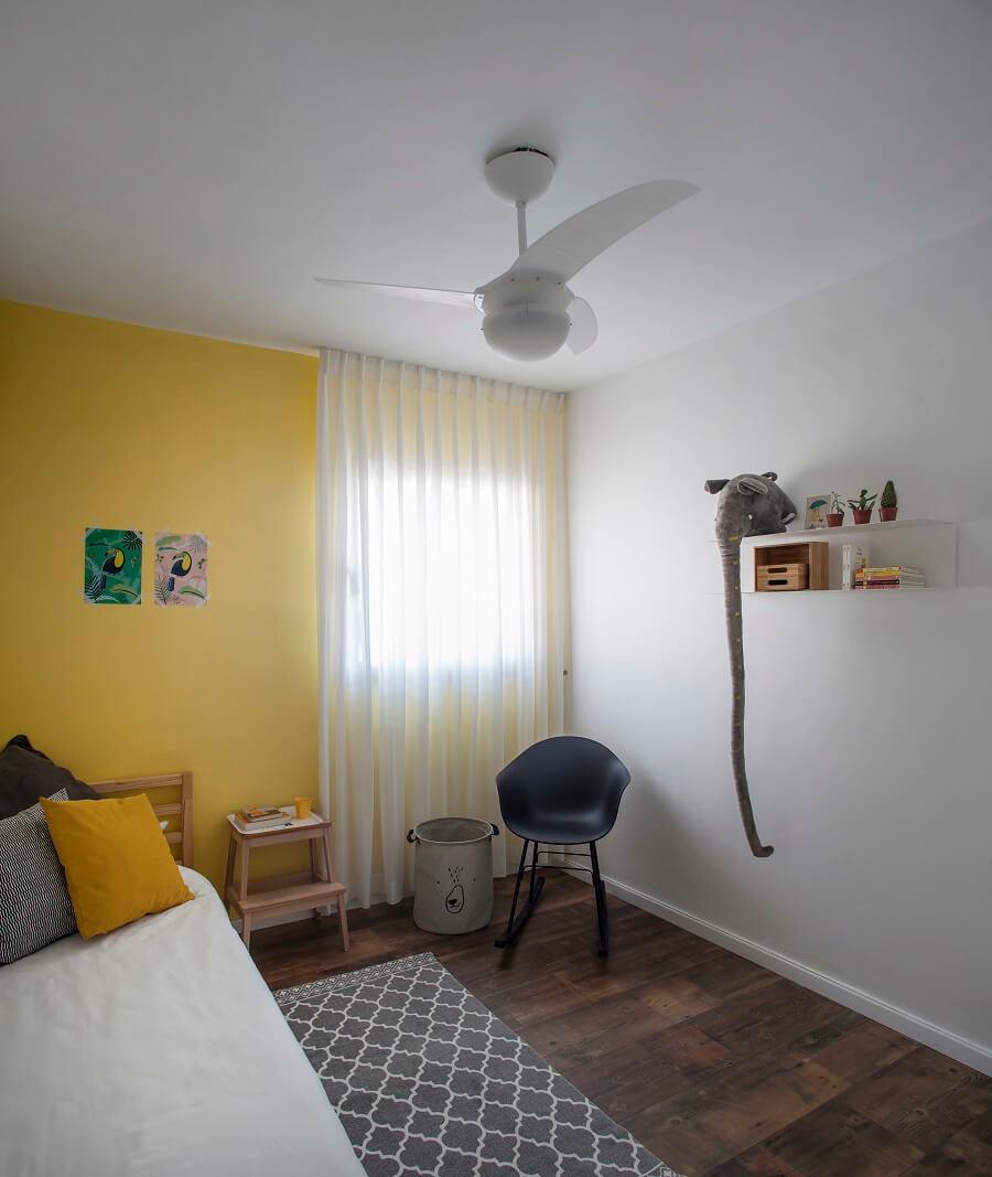 חדר צהוב
