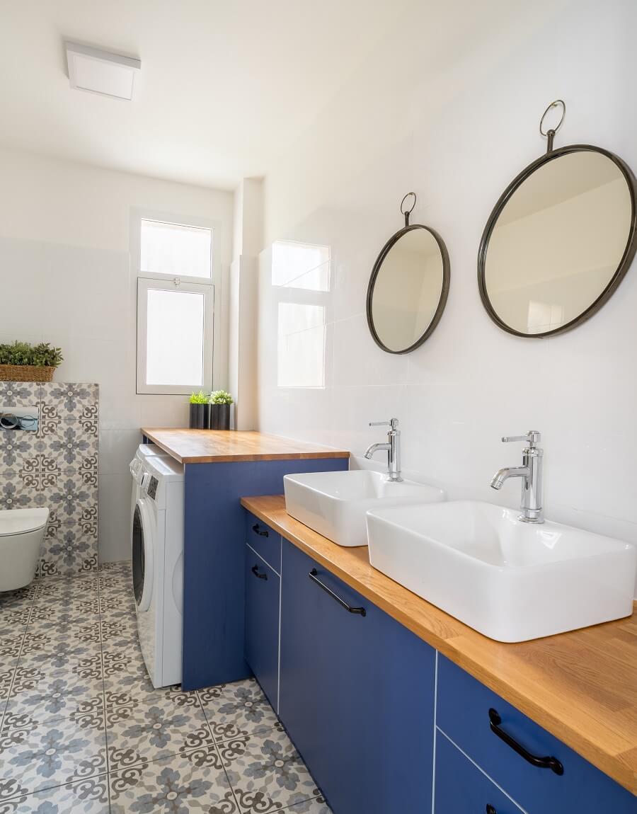 חדר אמבטיה ארון כחול