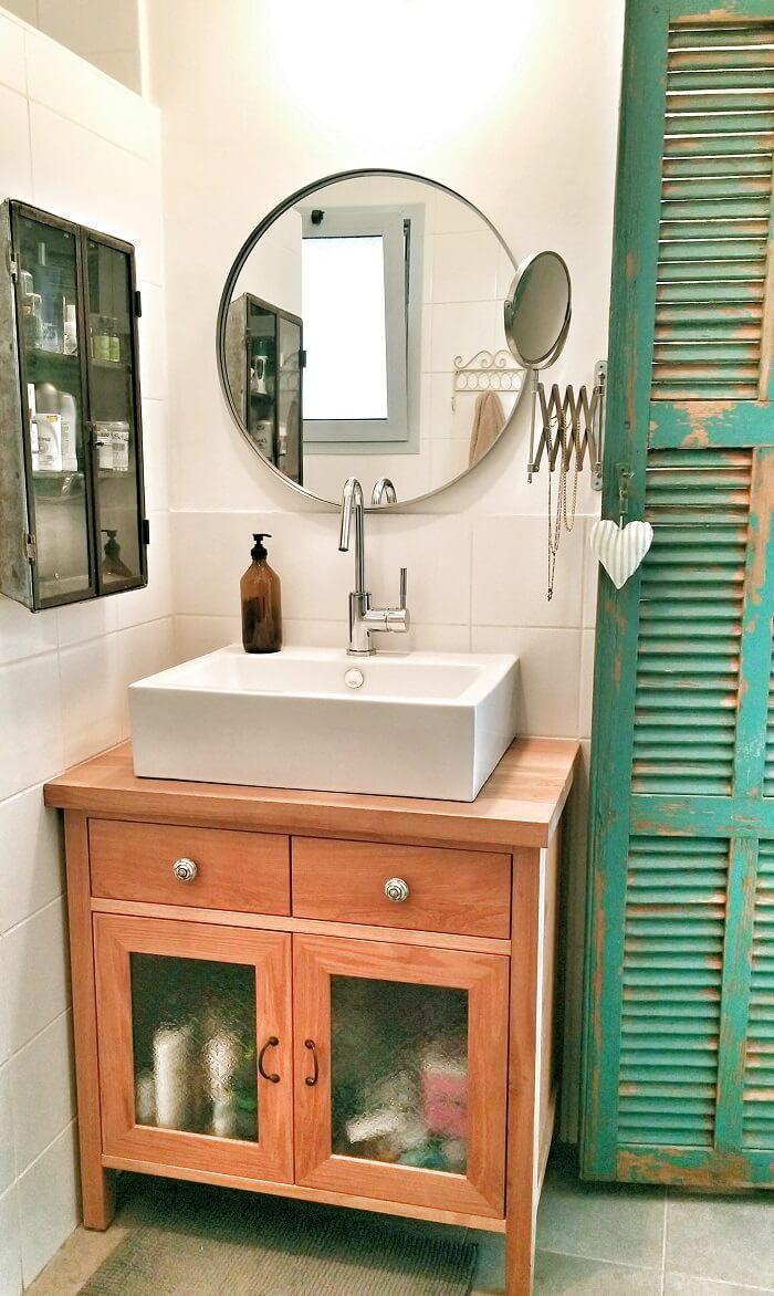 חדר אמבטיה מעוצב קטן