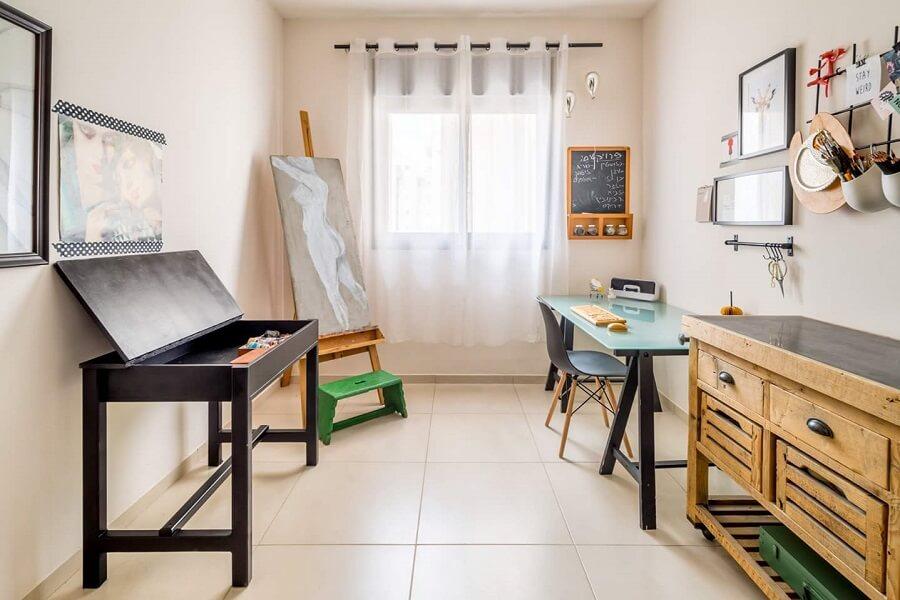עיצוב חדר עבודה אקלקטי