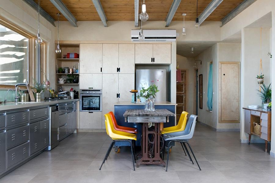 כיסאות צבעוניים למטבח