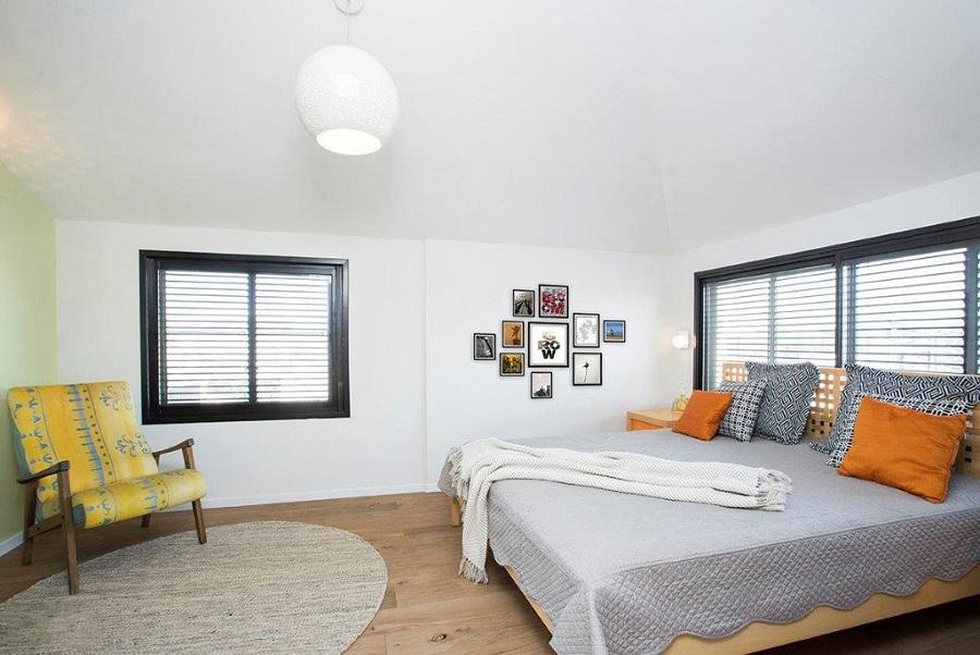 פרקט עץ בחדר שינה