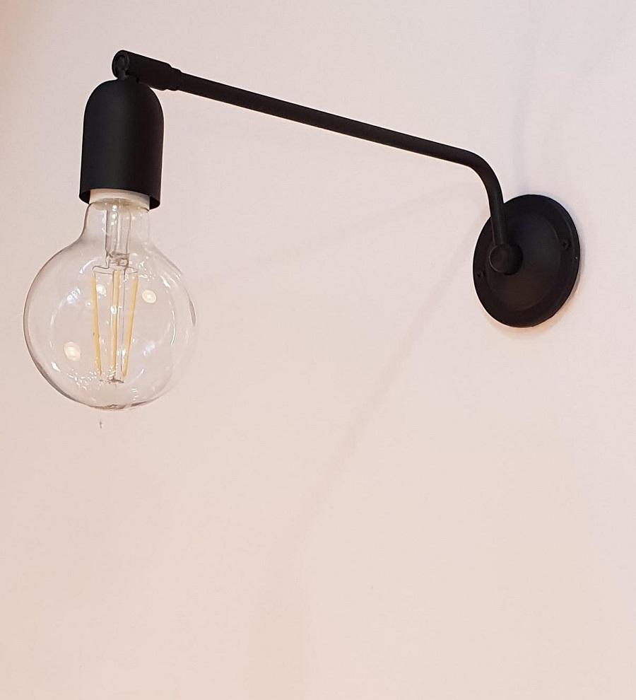 גוף תאורה שחור לקיר