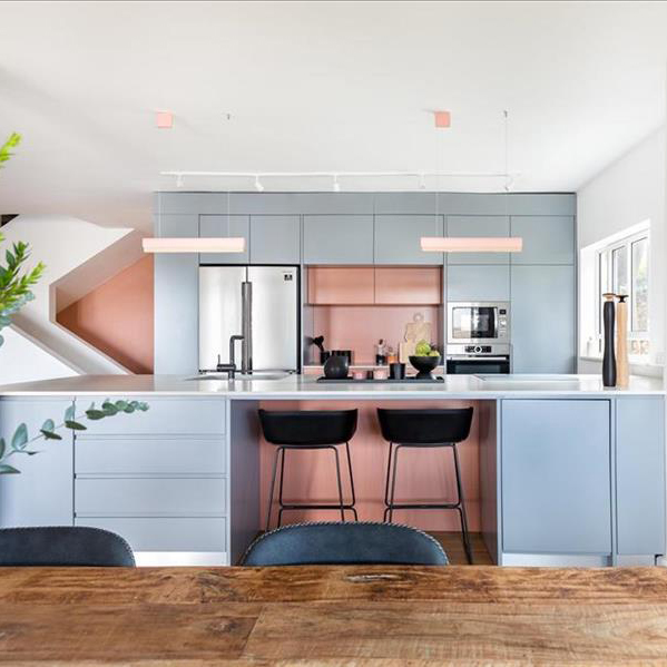 שמח במטבח – מטבחים צבעוניים