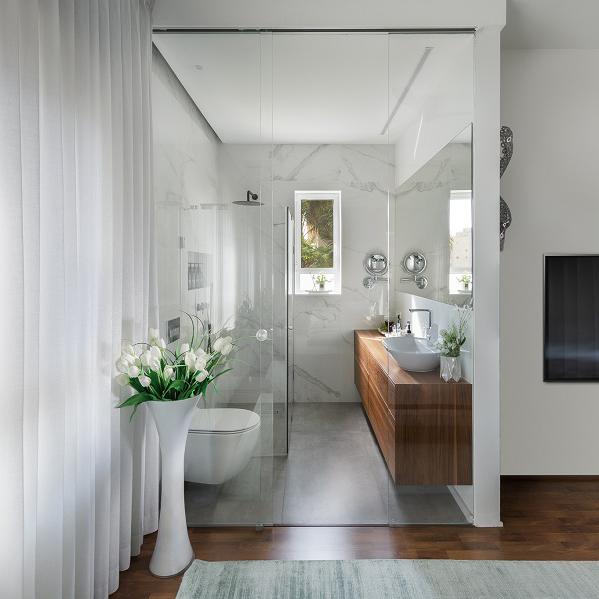 שקוף שזה יפה – חדרי רחצה שקופים בחדר השינה
