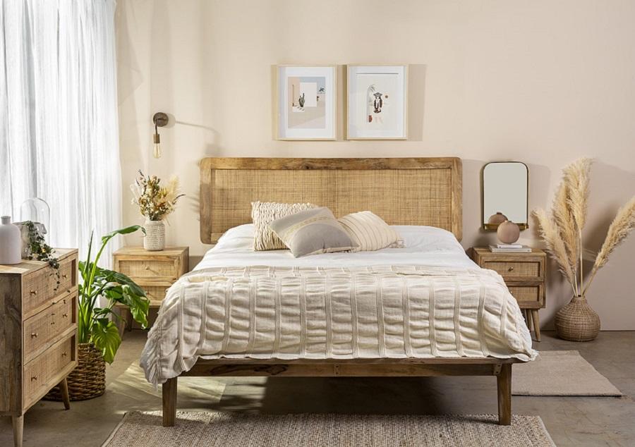 מיטה זוגית מעץ עם גב ראטן | תומיק